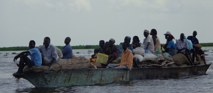 Photo: A boat on the Nile near Fashoda, October 2013 (Radio Tamazuj)