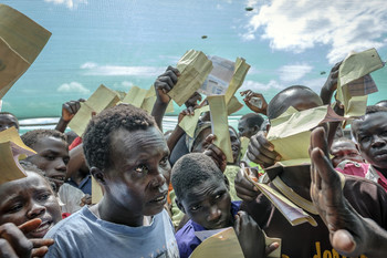 Photo: South Sudanese refugees demand to be registered at Imvepi reception centre in Arua district in Northern Uganda. (UNHCR/Jiro Ose)