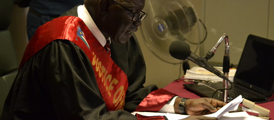 High Court Justice Duoth Kulang Bishok delivering the verdict today in Juba [Photo: Radio Tamazuj]