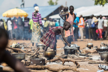 File photo: A young South Sudanese refugee cooks food at a camp in northern Uganda (UNHCR/Will Swanson)
