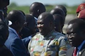 File photo: Riek Machar meets with his supporters after landing at Juba international airport on April 26, 2016 (AFP)