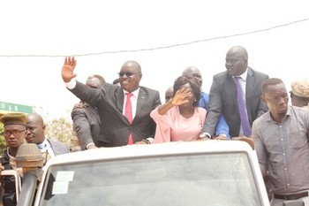 Yei River State Governor Emmanuel Adil waving to residents in an open car in Yei town.jpg Radio Tamazuj