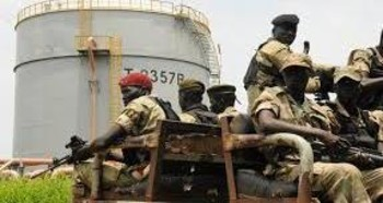Security forces patrol the Dar Petroleum Operating Company oil production operated in Palogue oil field within Upper Nile State, September 7, 2016. REUTERS.