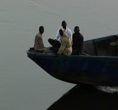 فقدان حوالي 90 طنًا من مواد الإغاثة جراء إنقلاب قارب في جونقلي