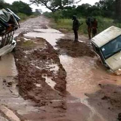 أمطار غزيرة تتسبب في نزوح عدد من الأسر في طمبرا