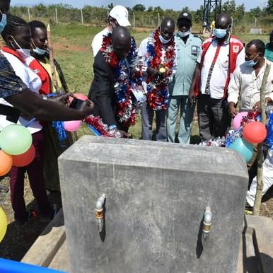 جمعية الصليب الأحمر تسلم محطة مياه لمجتمع (جيلي) بمدينة نيمولي
